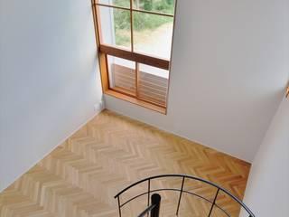 細長い家 北欧デザインの リビング の 岩田建築アトリエ 北欧