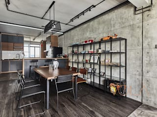821 Yishun St 81 - Industrial :  Dining room by VOILÀ Pte Ltd