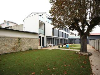 Edifício com 8 apartamentos - Usine St Maur por OGGOstudioarchitects, unipessoal lda Minimalista