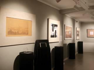 Allestimento AVERY perfume Gallery Sala multimediale in stile industriale di A.A.P+0 Industrial