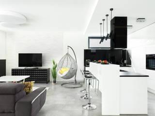 Dom w Pszczynie: styl , w kategorii Kuchnia zaprojektowany przez FAJNY PROJEKT