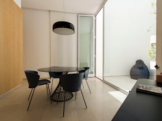 Modern dining room by Ad'A Modern