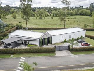 Casas de campo de estilo  por Andrés Hincapíe Arquitectos  A H A, Minimalista