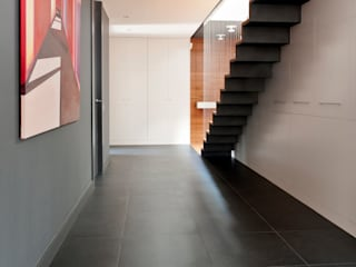 Residencial 3 Pasillos, vestíbulos y escaleras de estilo moderno de Sambori Design Moderno