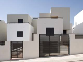 Single family home by ÁVILA ARQUITECTOS