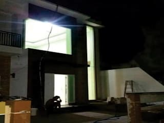 design dan renovasi fasade at grand tomang tanggerang:   by Aray Interindo