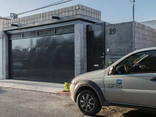 Fachada principal: Casas de estilo  por GPro - Gabinete de Proyectos