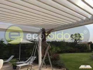 Pérgolas bioclimáticas para particulares ecotoldo.es, diseño de toldos y pérgolas Casas adosadas Aluminio/Cinc Blanco