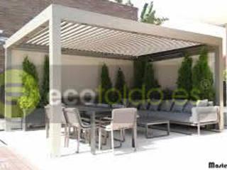 Pérgolas bioclimáticas para particulares: Casas de estilo moderno de ecotoldo.es, diseño de toldos y pérgolas