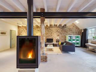 现代客厅設計點子、靈感 & 圖片 根據 Richèl Lubbers Architecten 現代風