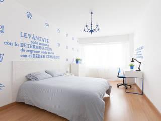 Reforma integral para un estudio de estudiantes en A Coruña: Comedores de estilo  de Imaisdé Design Studio