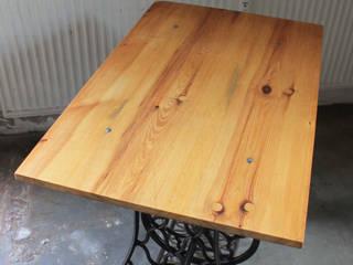 """""""SINGER"""" Industrie Design Tisch Naehmaschinentisch Holz Vintage: industrialer Balkon, Veranda & Terrasse von Lux-Est"""