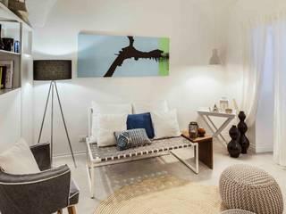 casa vacanze liguria: Soggiorno in stile  di Costa Zanibelli associati