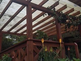 TECAS PISOS Y MADERAS SAS Modern style gardens