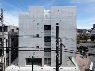 Modern houses by ピークスタジオ一級建築士事務所 Modern