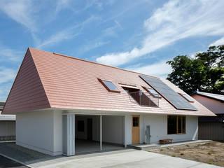 川中島の住宅: ピークスタジオ一級建築士事務所が手掛けた家です。