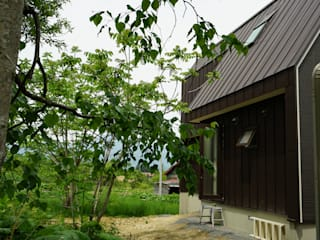 移住/大阪からニセコ町へ モダンな庭 の アウラ建築設計事務所 モダン