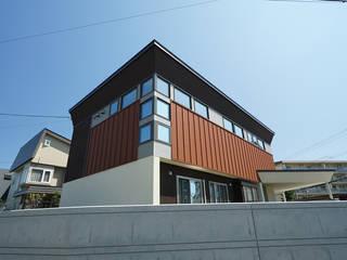 高台角地の家 の アウラ建築設計事務所 モダン