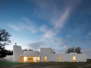 Monte do Córrego: Casas modernas por Atelier dos Remédios