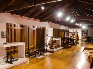 Museu de Urrô - projetores de calha Brilumen: Museus  por Brilumen,Moderno