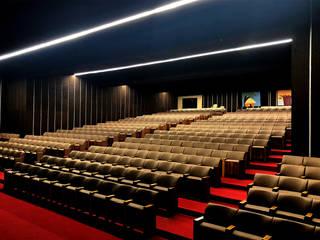 Auditório da Comunidade Hindu de Portugal - linhas de luz ORIS+ High Performance: Centros de congressos  por Brilumen