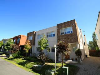 Emprendimiento Hábitat Residencias Casas modernas: Ideas, imágenes y decoración de ARQCONS Arquitectura & Construcción Moderno