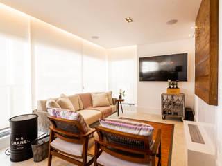Apartamento Martese 01 Salas multimídia modernas por Sabrina Tironi Projetos e Gerenciamento Moderno