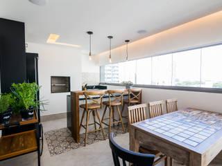 Apartamento Martese 01 Salas de jantar modernas por Sabrina Tironi Projetos e Gerenciamento Moderno