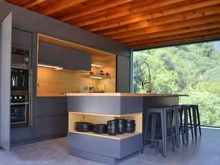 COCINA MINIMALISTA : Cocinas equipadas de estilo  por Athalia cocinas y Carpinteria