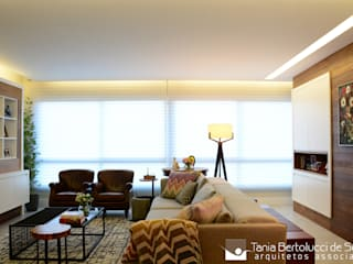 Salon de style  par Tania Bertolucci  de Souza  |  Arquitetos Associados