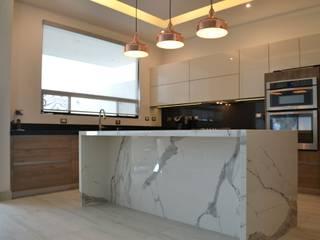 Built-in kitchens by Athalia cocinas y Carpinteria