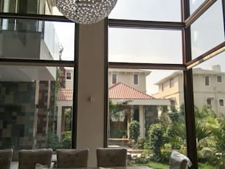 Surohi Bungalow Passive House Modern dining room by Hardik Soni Architects Modern