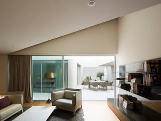 من AGi architects arquitectos y diseñadores en Madrid حداثي أسمنت