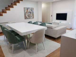 Moradia em Viana do Castelo: Salas de jantar  por Atelier Kátia Koelho