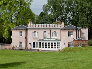 Orangery in Surrey Reflects the period details on the existing property. Classic style conservatory by Vale Garden Houses Classic