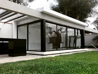 Balcones y terrazas de estilo moderno de NIKOLAS BRICEÑO arquitecto Moderno