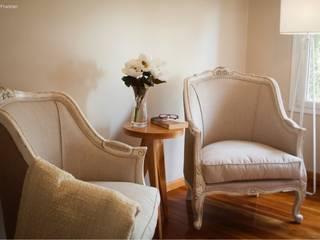 Diseño Interior Living vivienda particular: Livings de estilo ecléctico por PA-espacio