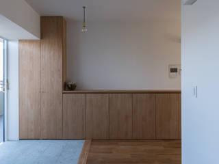 三田のリノベーション 北欧スタイルの 玄関&廊下&階段 の 安江怜史建築設計事務所 北欧
