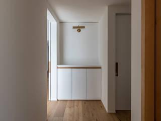 本町のいえ 北欧スタイルの 玄関&廊下&階段 の 安江怜史建築設計事務所 北欧