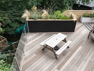 Stockport Deck in the woods Moderner Garten von Robert Hughes Garden Design Modern