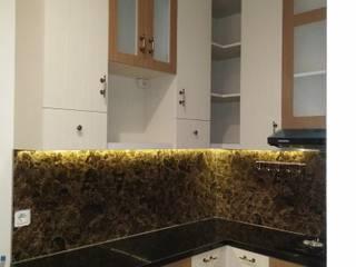 Tampak Sudut Kitchen Set:  Dapur built in by Amirul Design & Build