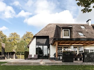 Country style house by Bob Romijnders Architectuur & Interieur Country