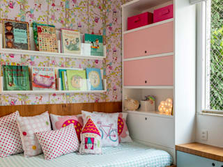 Nursery/kid's room by Raquel Junqueira Arquitetura,