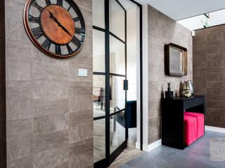 Aménagement complet d'un Rez de chaussée Couloir, entrée, escaliers classiques par Marie'S Home Classique