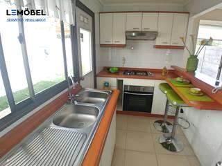Closet y Cocina vivienda Bosque:  de estilo  por Servicios Mobiliarios LeMöbel SpA