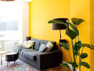 Kleurrijke familiewoning Den Haag:  Woonkamer door Atelier Perspective Interieurarchitectuur