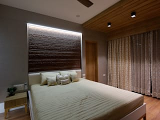 Private Residence:  Bedroom by malvigajjar,Modern