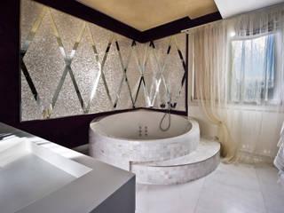 Bagno minimal: Bagno in stile  di Studio Merlini Architectural Concept