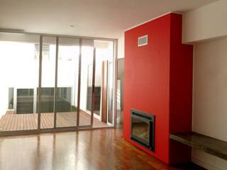 Habitação Unifamiliar Telheiras - Lisboa: Salas de estar  por Triplinfinito arquitetura, design e vídeo Lda