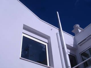 Habitação Unifamiliar Telheiras - Lisboa: Casas  por Triplinfinito arquitetura, design e vídeo Lda